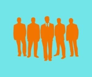 5人のスーツの男性 リーダーが真ん中のイラスト